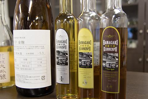 高級感のあるボトルやラベルのデザインにもひと工夫。
