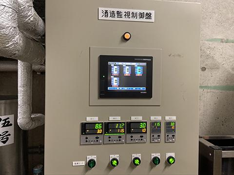 温度管理を行うサーマルタンクの操作パネル