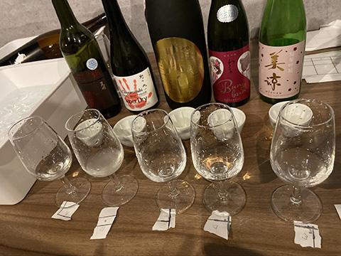 おちょことグラスに注がれた5種のお酒