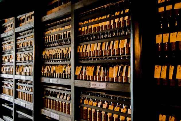 300年前の土蔵造りが熟成酒を育てる −東京都・小澤酒造「蔵守」